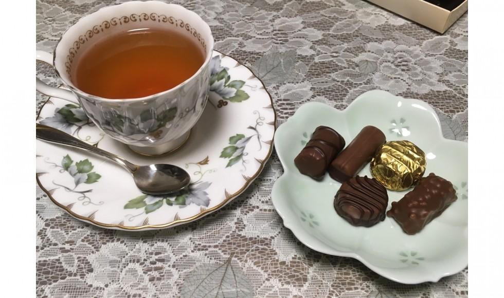 第42回 猫子「紅茶とチョコ菓子」